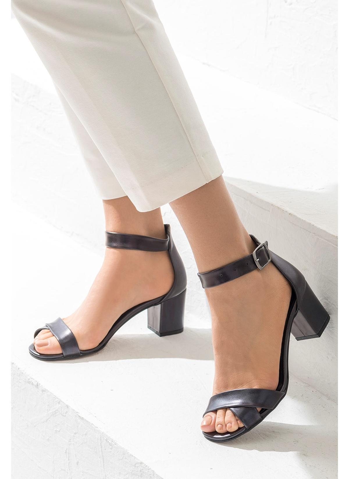 Elle Kalın Topuklu Ayakkabı